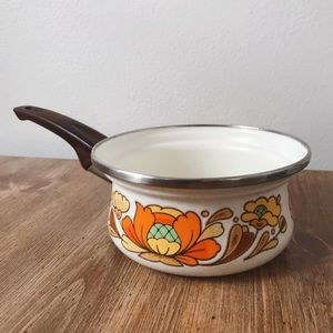 Vintage Kitchen - Country Flowers vintage 70s sauce pan